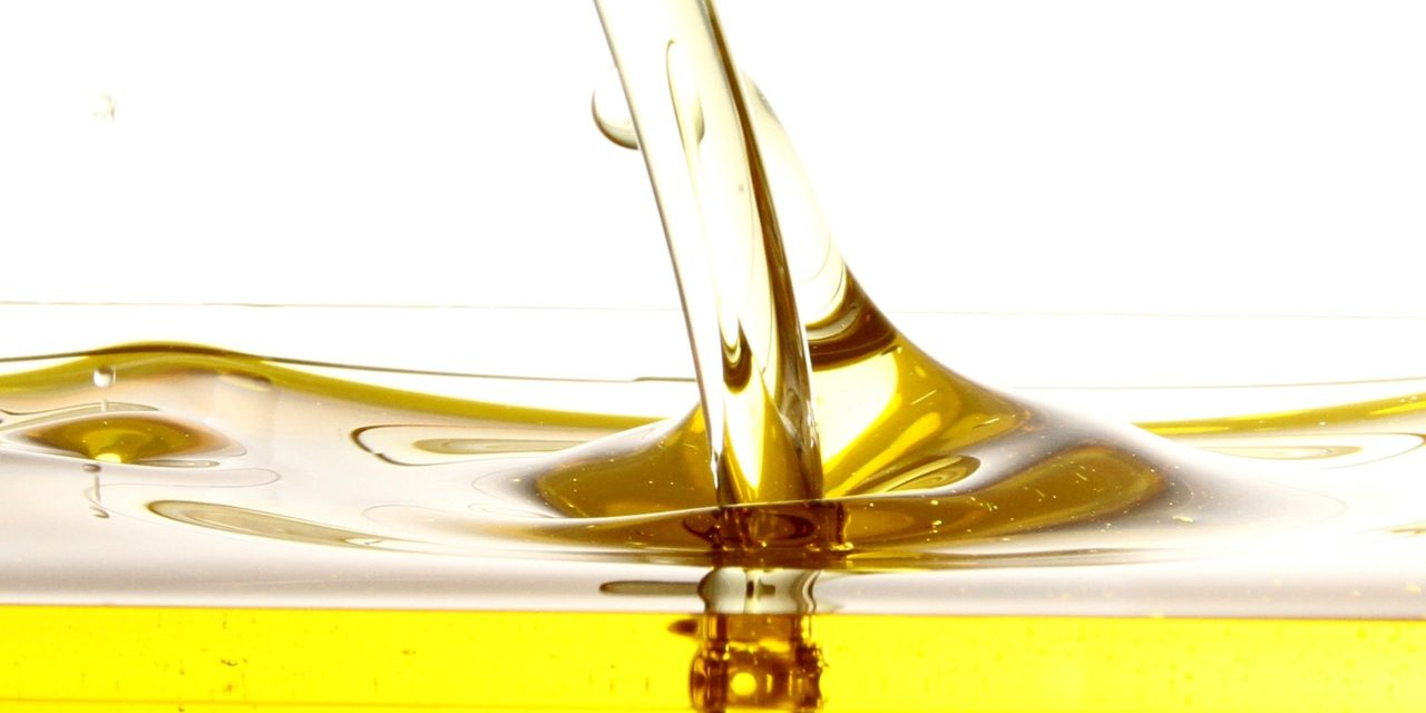 Should You Mix Peanut Oil with Vegetable Oil?